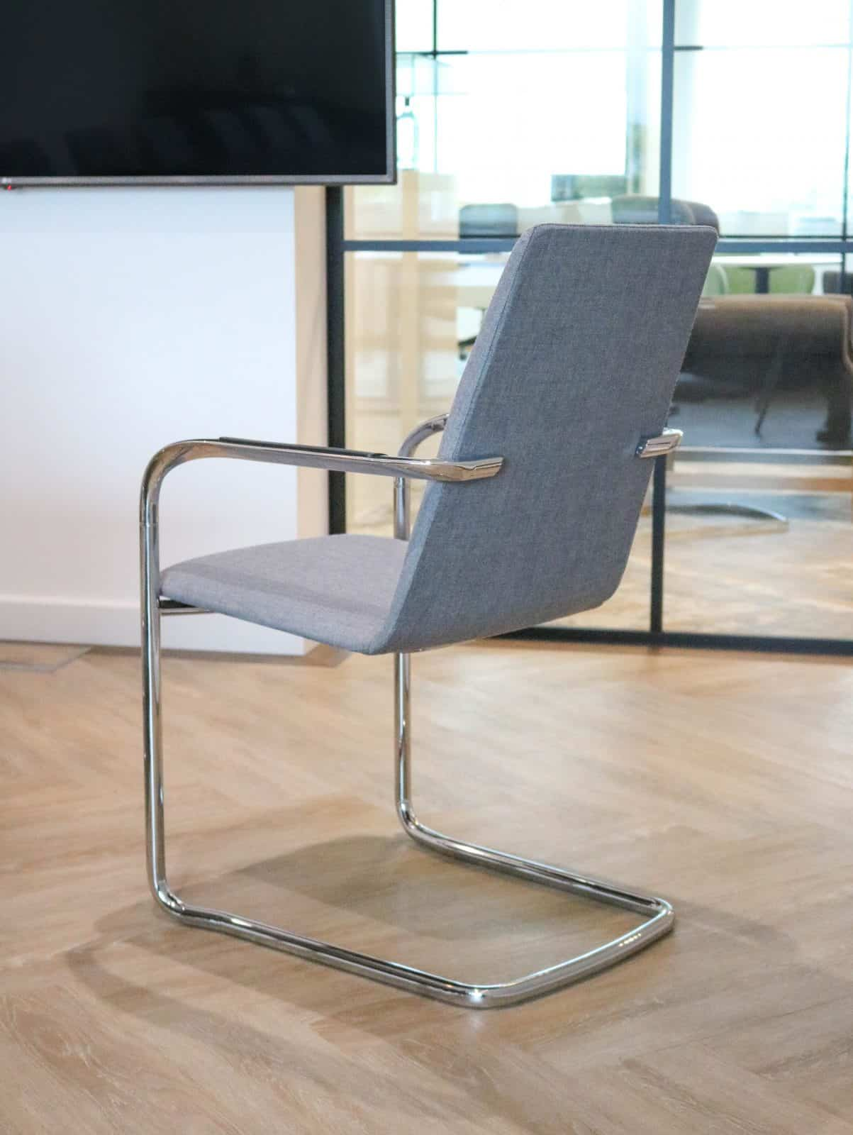 Mi Chair - Reach Table (7)